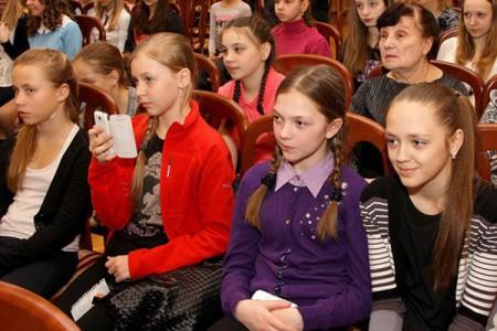 Андрис Лиепа встретился с учениками танцевальных коллективов Зеленогорска