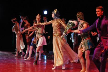 Илзе Лиепа станцевала Клеопатру на липецкой сцене